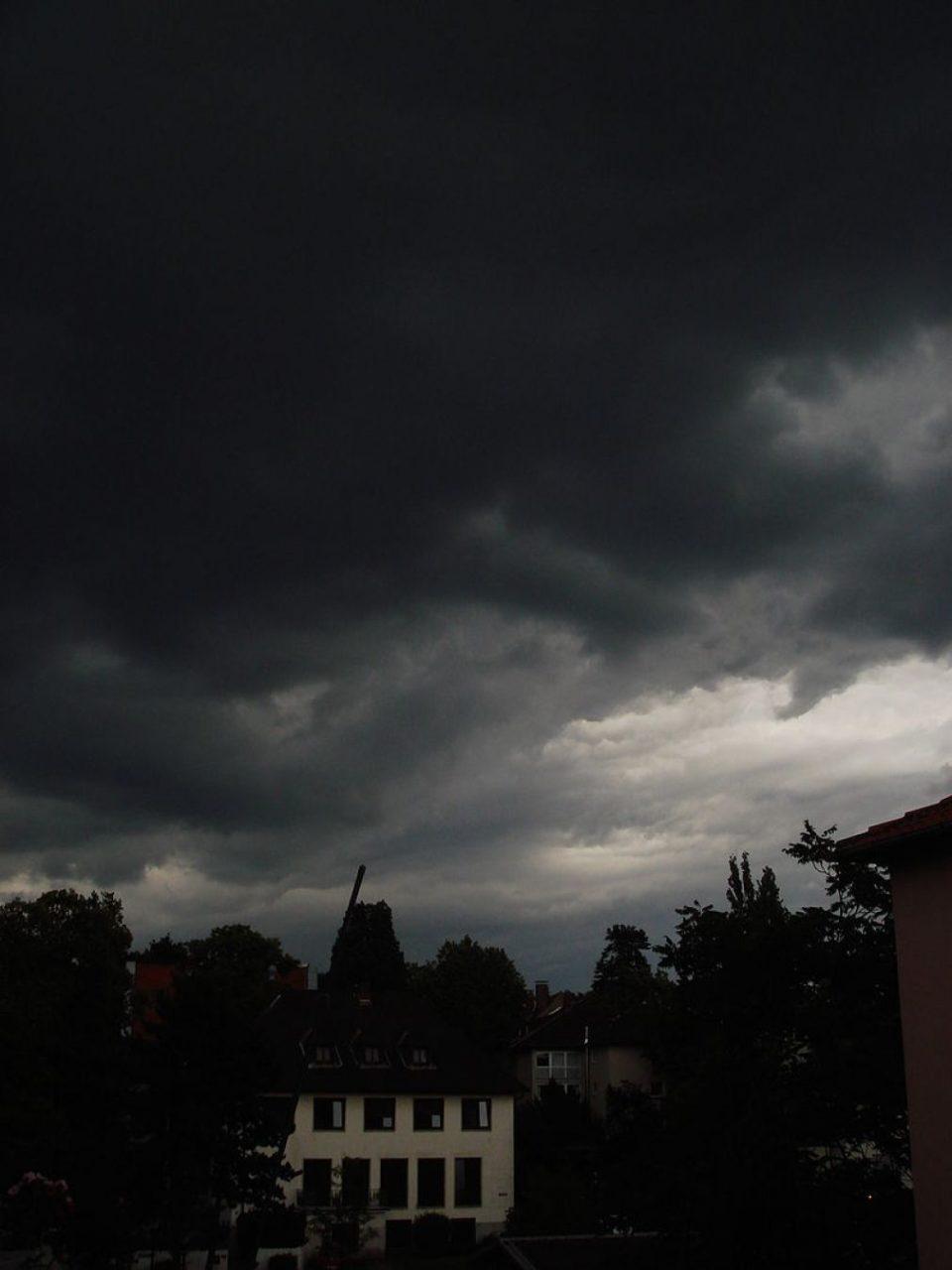 Yike G. - Eigenes Werk Gewitterwolken in Südhessen